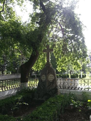 mormantul-lui-cuza_ruginoasa