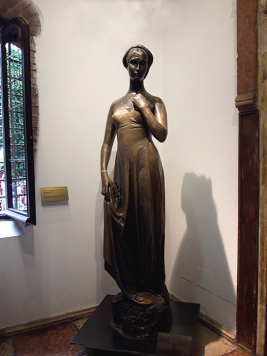 Casa-di-Giulietta_Giulietta-sculpture