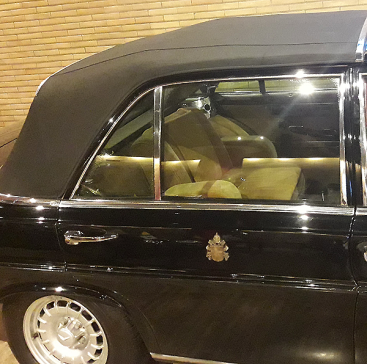 Pope-Car_Mercedes_detail_Musei-Vaticani