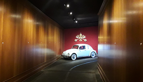Pope-Car_VW-Beetle_Musei-Vaticani