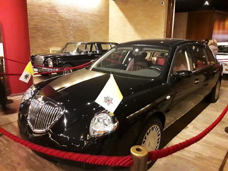 Pope-Cars_Lancia_Musei-Vaticani