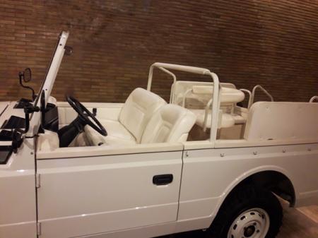 Pope-Cars_Papamobil_detail_Musei-Vaticani